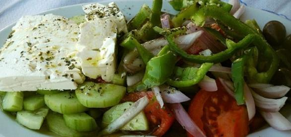 english-greek-salad-horiatiki-salata-photo-by-lpatokal-via-wikimedia_1376449